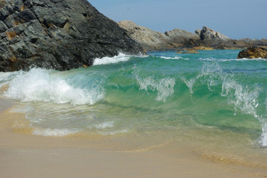 shoreline-wave-lighthouse-beach-seal-rocks