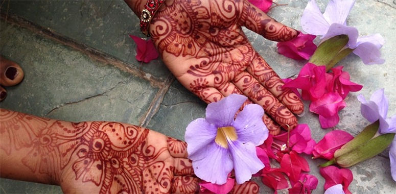 hena-on-hands-in-India