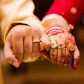 indian-wedding-couple-gift